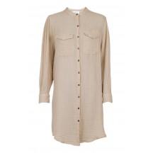 neo-noir-kendell-skjorte-kjole-sand