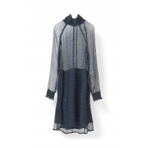 Ganni-Whitman-Chiffon-kjole-Cuban-Sand-overdel-F1724
