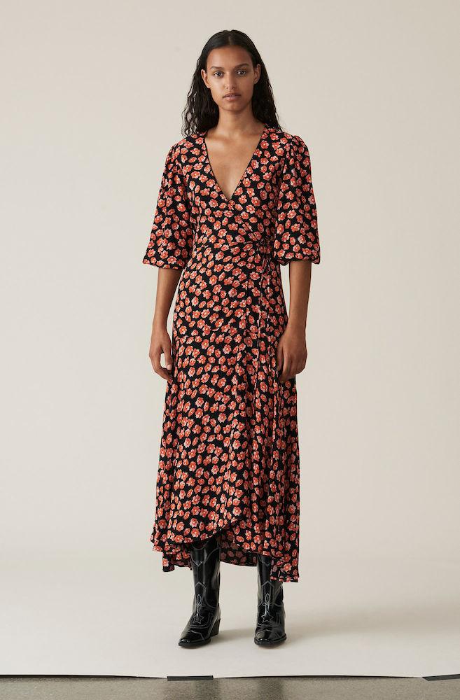f09e2411a561 ... ganni-printed-crepe-kjole-rod-f2902-2 style