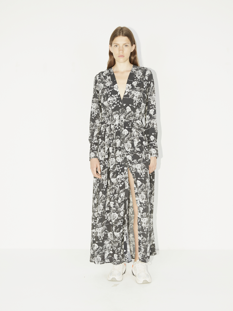 4ec65163 Raiine, Altona Kjole, Roseprint, Sort. Smuk lang sort kjole med logo ...